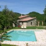 Vacanze in libertà, scegli gli amici e le ville con piscina in Umbria o Toscana